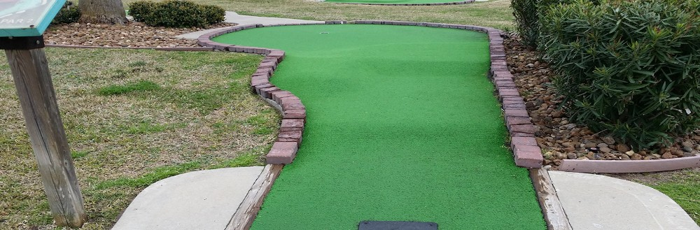 Synthetic Grass, Artificial Lawns, Pet Turf and Putting Greens - Commercial and Residential.